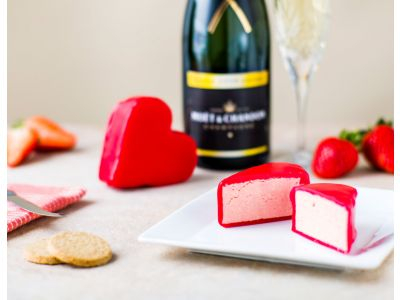 Strawberries, Cream & Champagne Cheshire Heart 150g